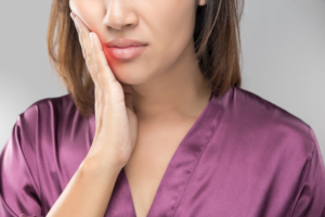woman needs tooth extraction